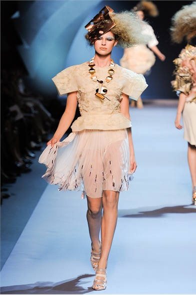 Christian Dior Fall 2011 Haute Couture Show