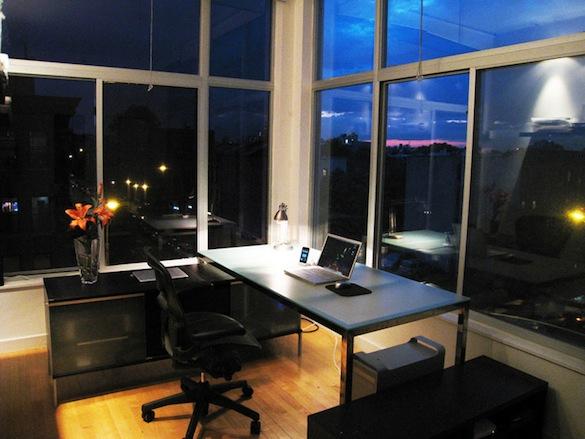 minimalist-workspace