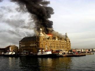 Η πυρκαγιά συνεχίζεται στο σταθμό Haydarpaşa