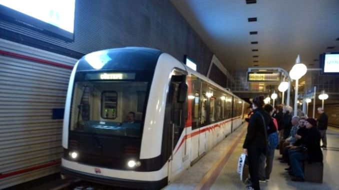 Izmir Metro breaks passenger record with a thousand boarding passes