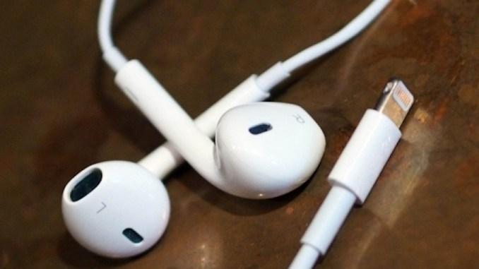 hovedtelefoner lytter musik tog carpti