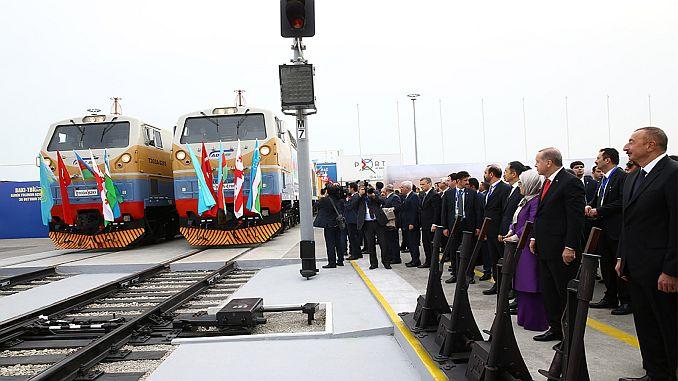 baku tiflis kars demiryolu ile 1 senede 110 bin ton yuk tasindi