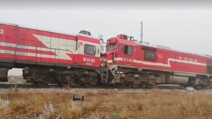 sivasta yolcu treni ile yuk treni carpisti 10 yarali