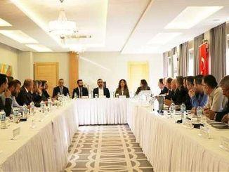 Reunión de la comisión de negocios 13 celebrada en beca