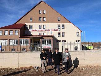قدم محافظ ايكينجي الملاحظات في hesarek منتجع للتزلج