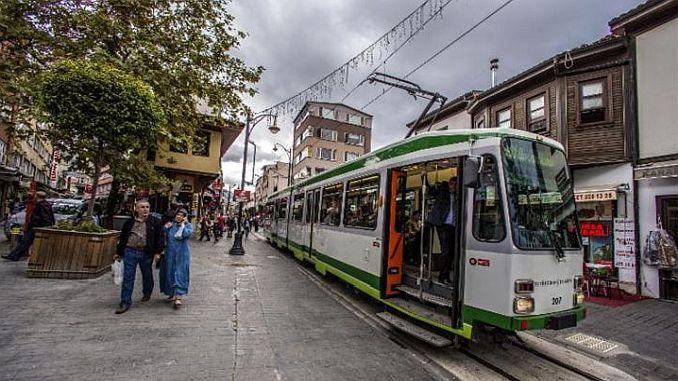cumhuriyet caddesi tramvayini turist tasima gorevi bekliyor