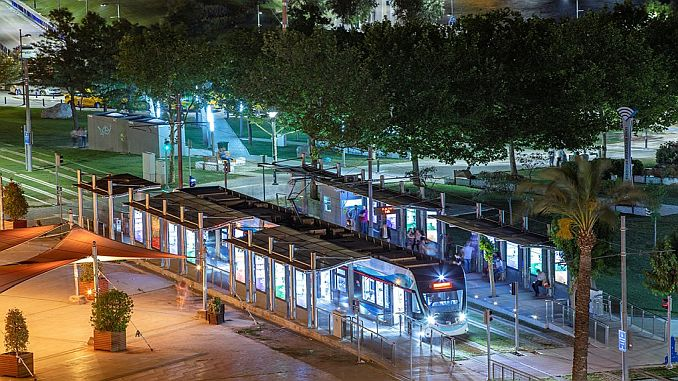 1 years of subway and tramway hours in Izmir