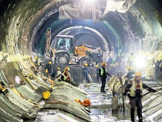 3 tusind arbejdere arbejder i kabatas mahmutbey metro linje 1
