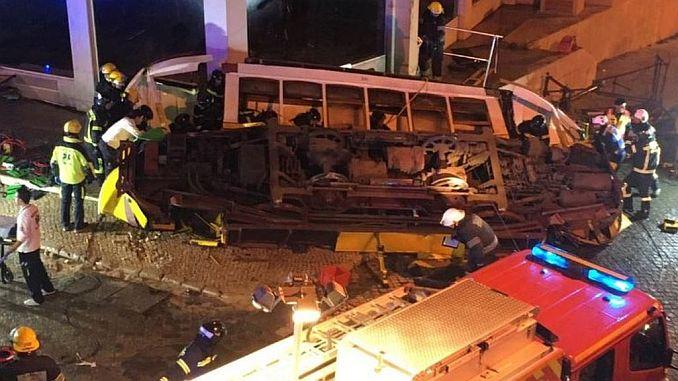 lizbonda tramvay devrildi 28 yaralandi
