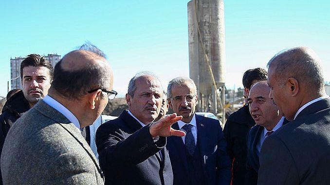 O ministro Turhan examinou as obras da estrada en Antalya