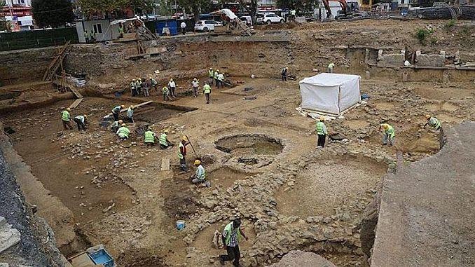 besiktasta bulunan tarihi mezarlar metroda gorulebilecek