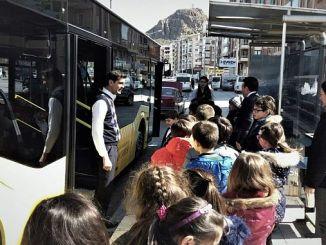 Entrenamiento de transporte masivo para niños en afyonkarahisarli