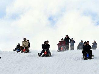 bilgehane ogrencilerinin kayak sevinci