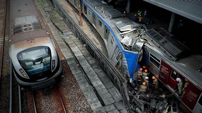 paragolpes brasileños dos trenes suburbanos