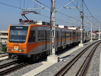 trabajo de cuidado en el metro de Adana