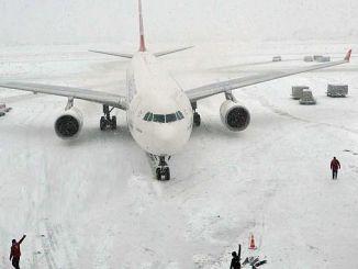 تلقى مطار اسطنبول الثلوج من الثلوج
