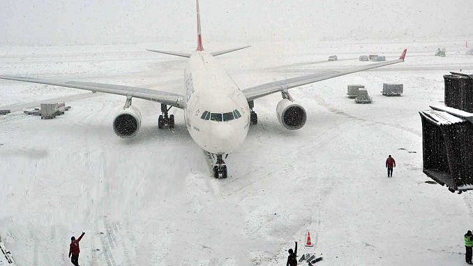 Istanbul airport received snow from snow