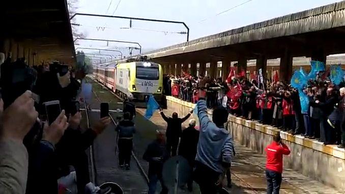 νησιώτικο τρένο μετά από διακοπές του χρόνου adapazari garinda