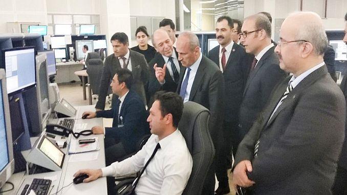 ministros de pavo Turhan visitaron el centro de control del tráfico aéreo