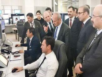 Turhan Tierkei Ministere besicht de Loftverkéier kontrolléieren Zentrum
