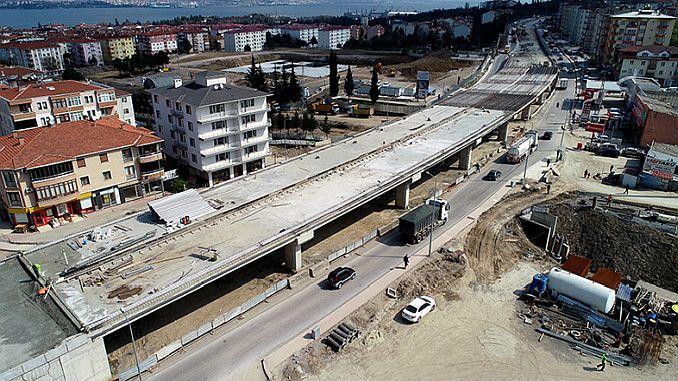 Yuzbasilar rompe el concreto en el avance.