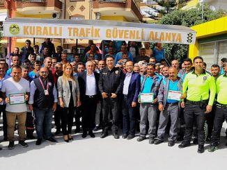 Una realización del tráfico en el personal del municipio de Alanya