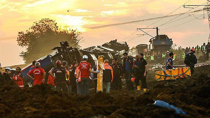 Degenen die hun leven in Corlu trein facias families verloren beginnen om op te treden