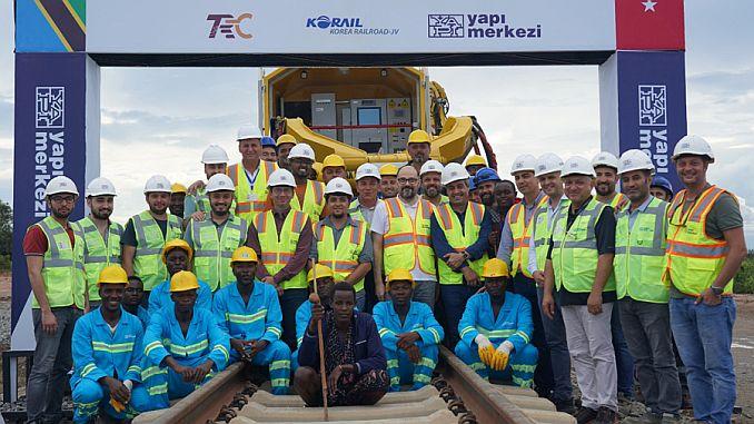 dar es salaam morogoro demiryolu projesinde ilk ray alin kaynagi yapildi