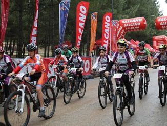 Sportler nahmen an internationalen Mountainbike-Rennen teil