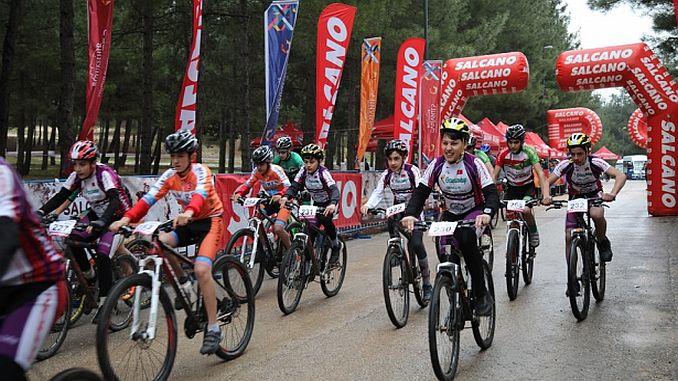 Los atletas participaron en las carreras internacionales de bicicleta de montaña.