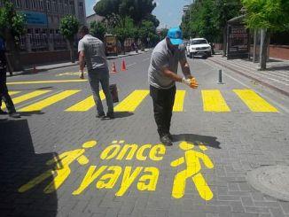 Fußgängerpraxis vor akhisarin Straßen