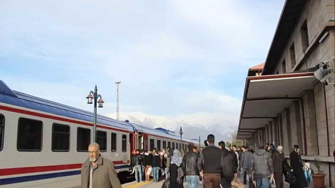 Erzincan Erzurum Zug beginnt neu gestartet