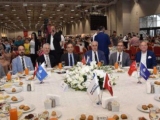 mitarbeiter in der u-bahn istanbul und familien gründen iftar