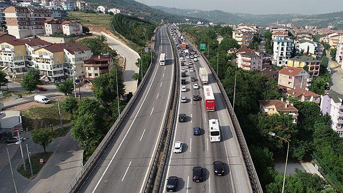 Die Autobahn ist wegen monatlicher Sperrung geschlossen