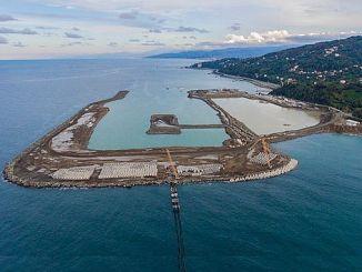 работата на второто летище до морето е пълна газ
