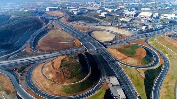 El cruce de la autopista North Jarmara abre