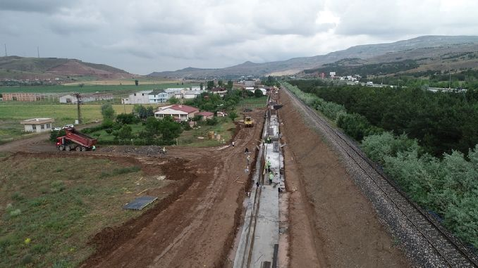 Скоростной поезд Сивас Анкара курсирует день и час