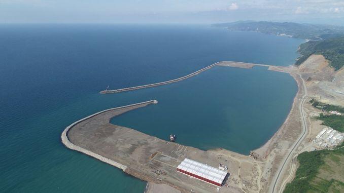 υπουργός Βαρνάκι Φίλιους ανασκόπησε την περιοχή των βιομηχανικών και των λιμανιών