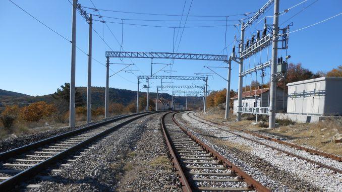 balikesir kutahya railway line was the first electric train