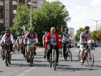 इरिसीज क्लासिक फेस्टा बाईक उत्सव सुरू झाला