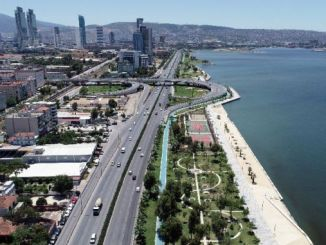 izmir traffic to relieve the move to the coastal side of the subway is being expanded