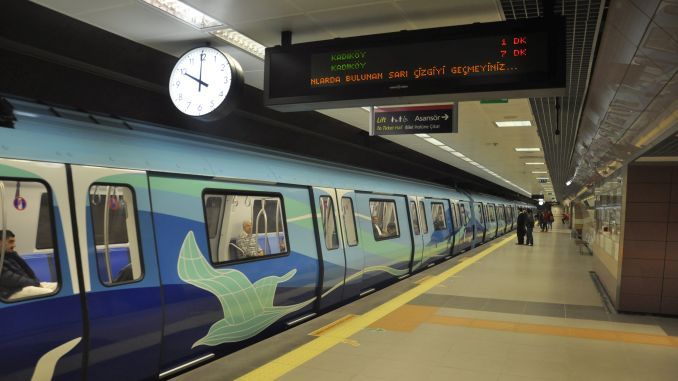 מסיכת אזהרת אוויר מלוכלכת טקין ברכבת התחתית