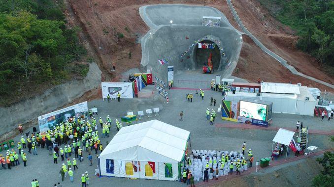 morogoro makutupora demiryolu projesinde tunel toreni gerceklesti