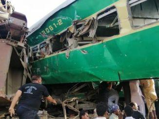 ركاب قطارين بجروح في باكستان