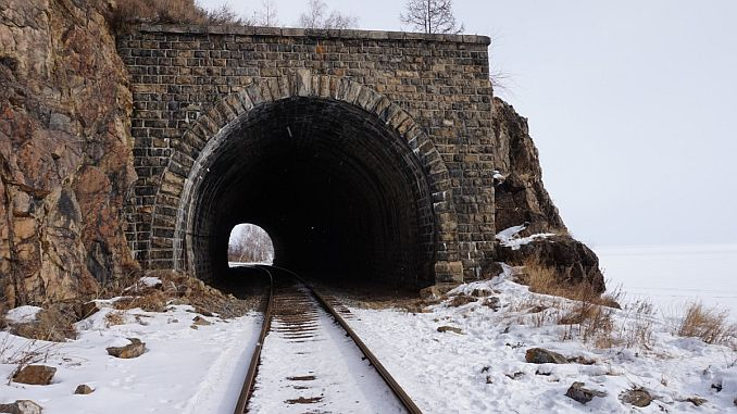 Eisenbahntunnel Schnee