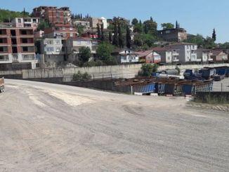 Parque de tractores Dilovasindir llevado a la antigua ruta