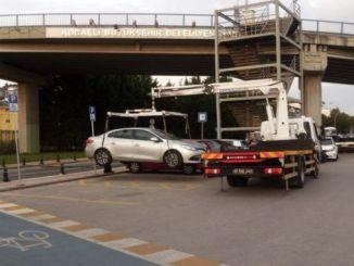 Kocaelide me aftësi të kufizuara shkelje parkimi dënimin e automjeteve