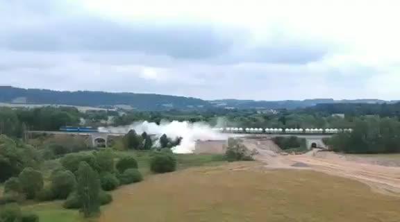 Yuk train derails moments on camera hd original