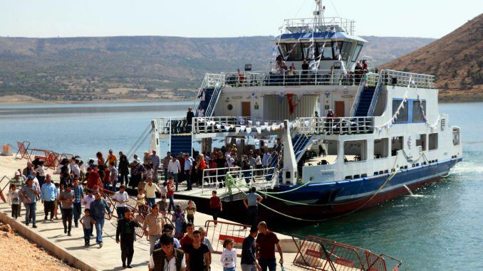 נוסעים וסירות דייגים של Sanliurfada נבדקו