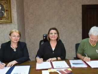 签署了欧亚公路协议